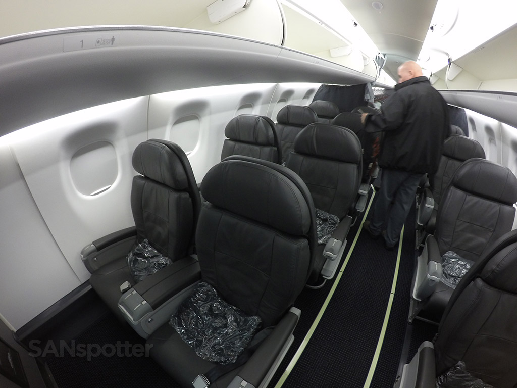 American Eagle Erj 175 First Class San Diego To Los Angeles