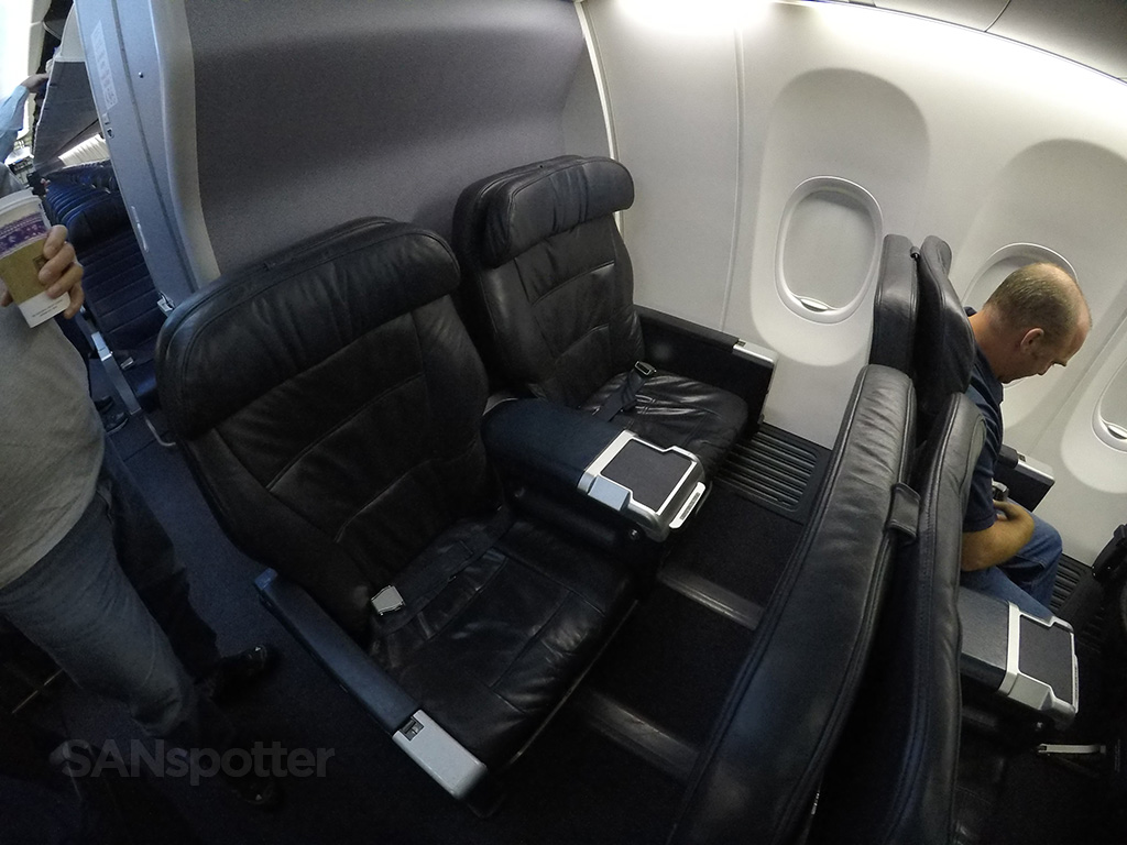 United airlines 737 900 er first class san diego to los angeles sanspotter