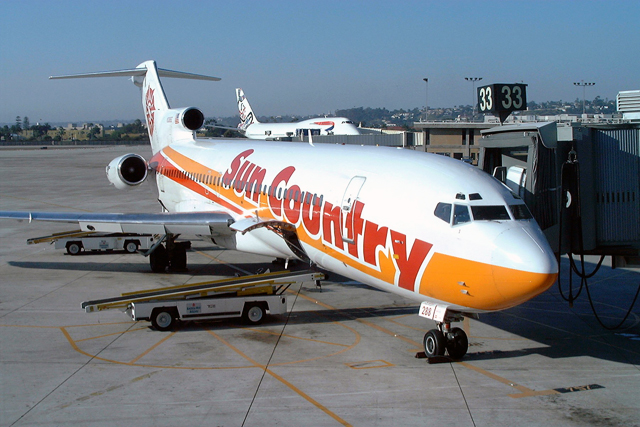 Sun Country 727-200