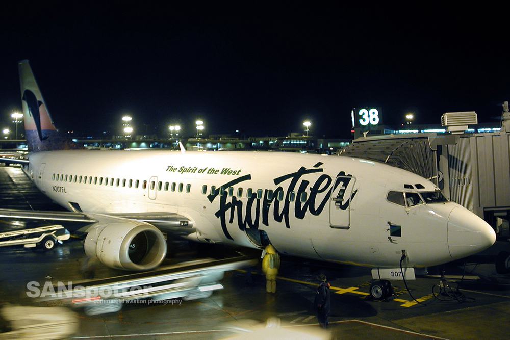 Frontier Airlines 737-300