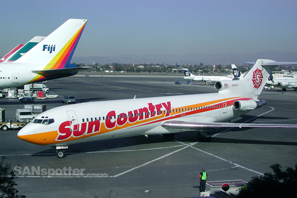 Sun Country Airlines 727-200