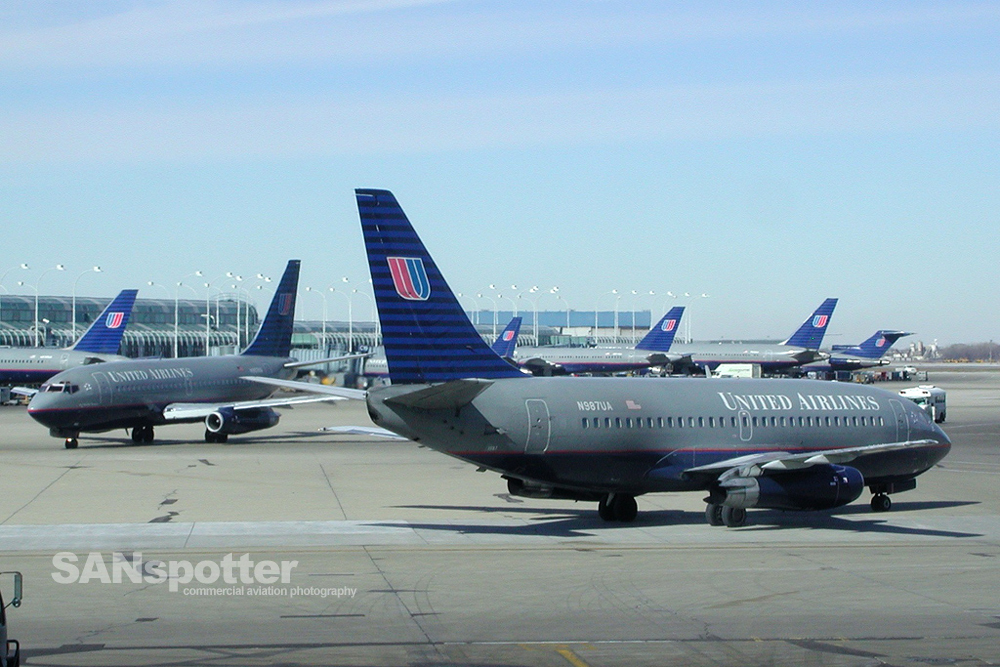 United Airlines 737-200