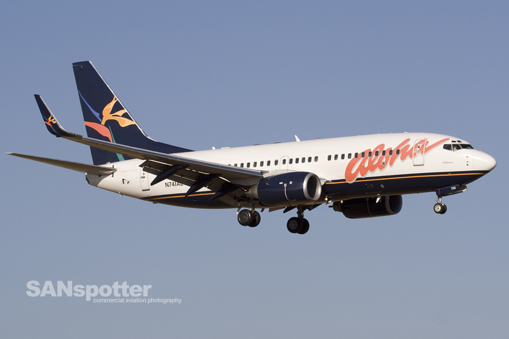 Aloha Airlines 737-700