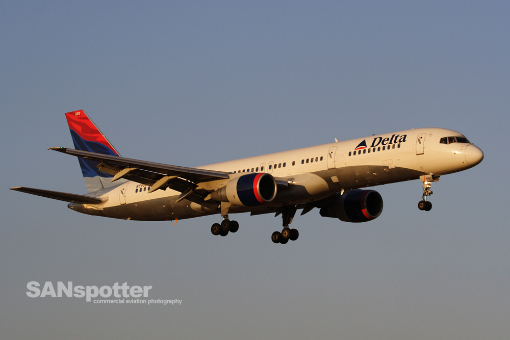 A Delta Airlines 757-200 approaching runway 19R at SNA