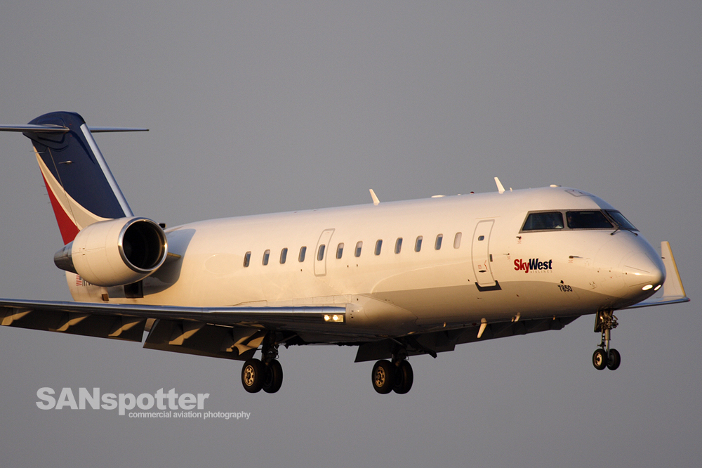 Delta Connection CRJ-200