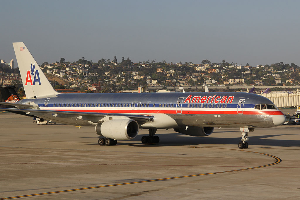 American Airlines 757-200 at San Diego