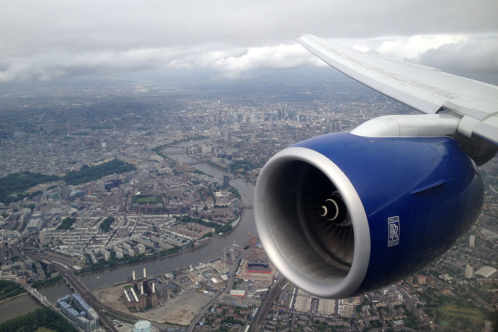 Overflying central London as we position ourself on short final to runway 27L at LHR