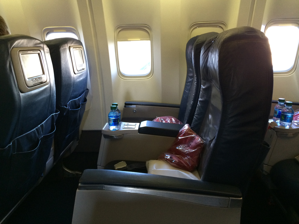 delta first class seat pitch