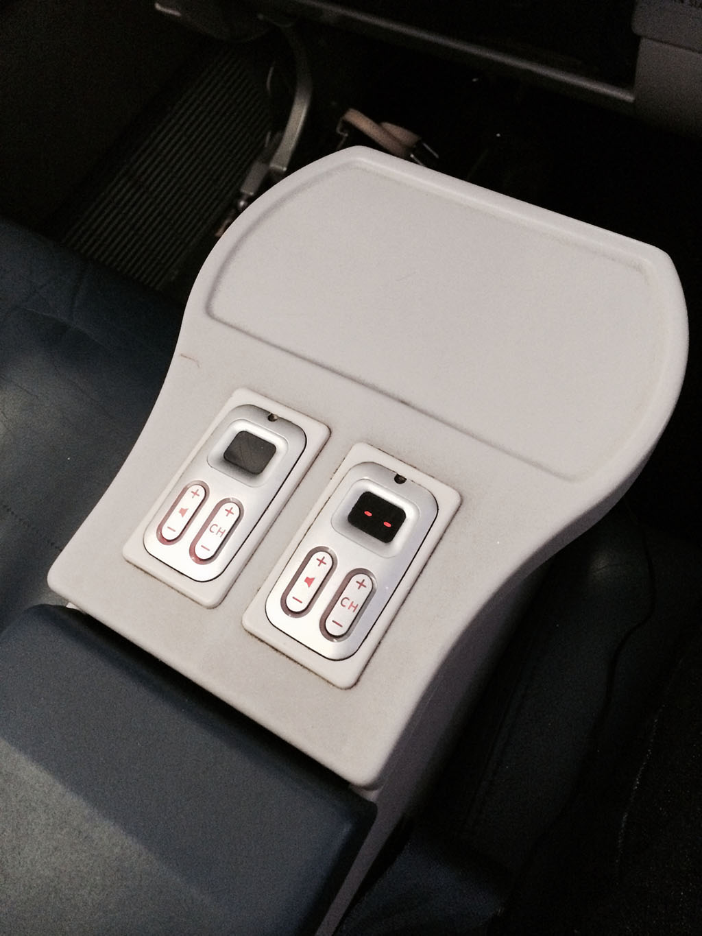 in flight entrainment seat controls