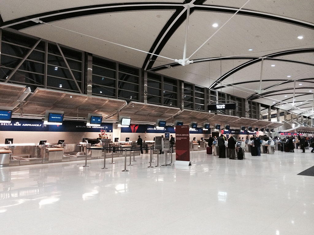 delta airlines check in counters