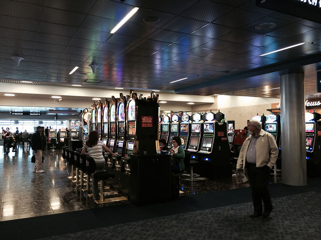 las airport slot machines