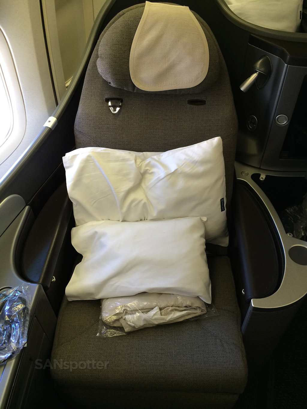 united global first pillows and blankets