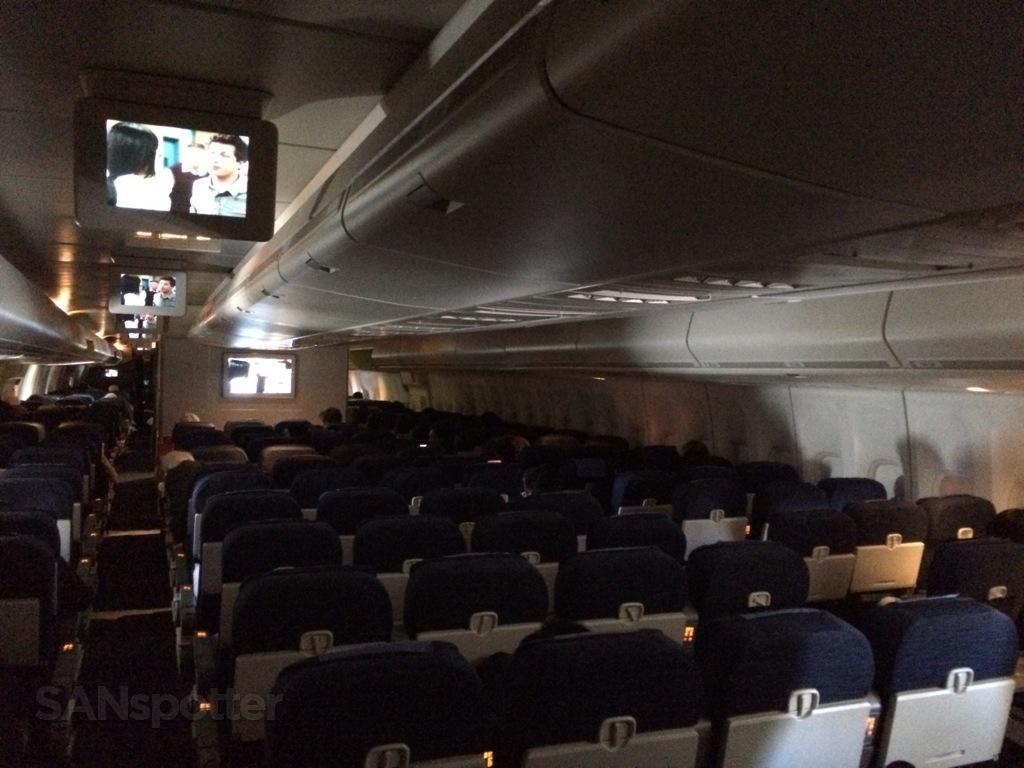economy cabin united 747-400