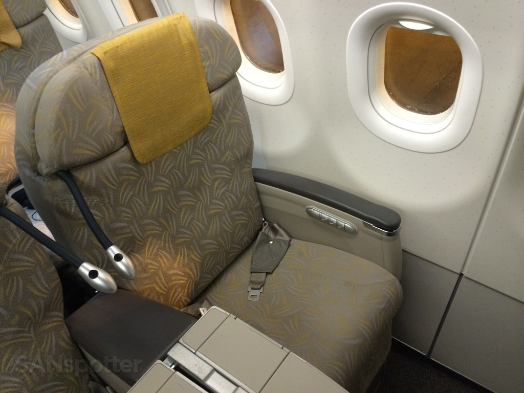 Asiana A321 business class seat