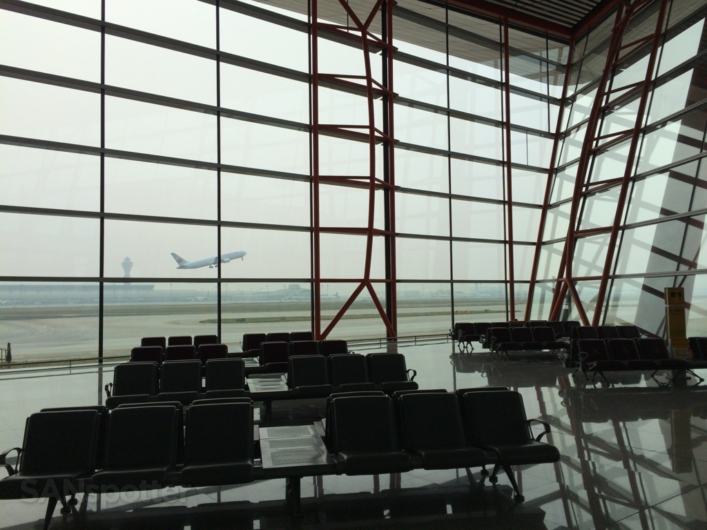 big windows in terminal E at PEK
