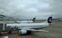 alaska airlines 737 in portland