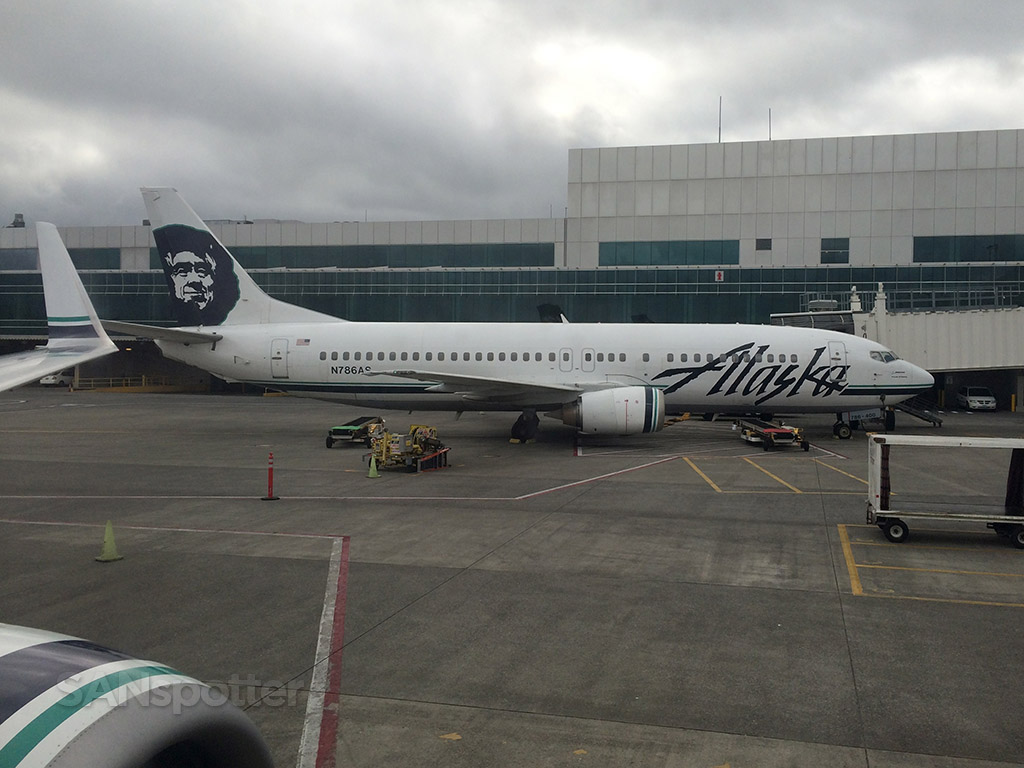 alaska airlines 737 at PDX