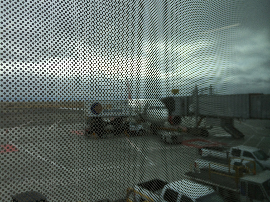dot-pattern tint on the terminal windows