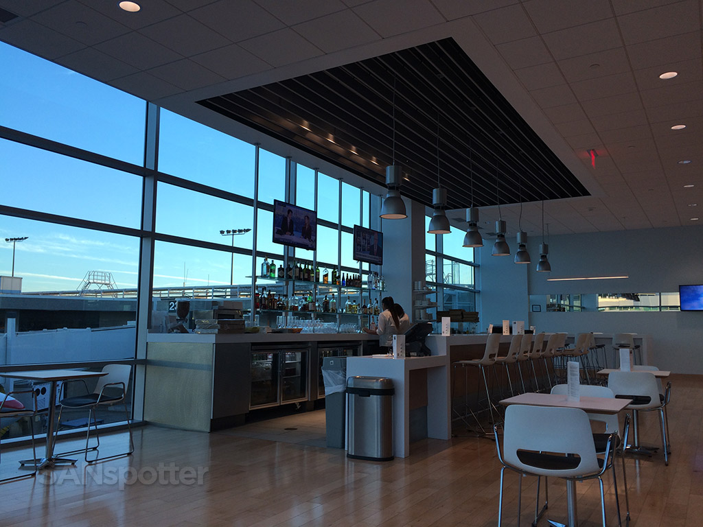admirals club SAN bar