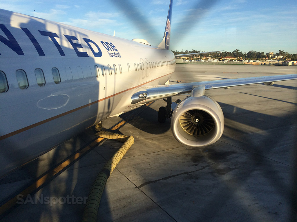 boarding the united airlines 737-900