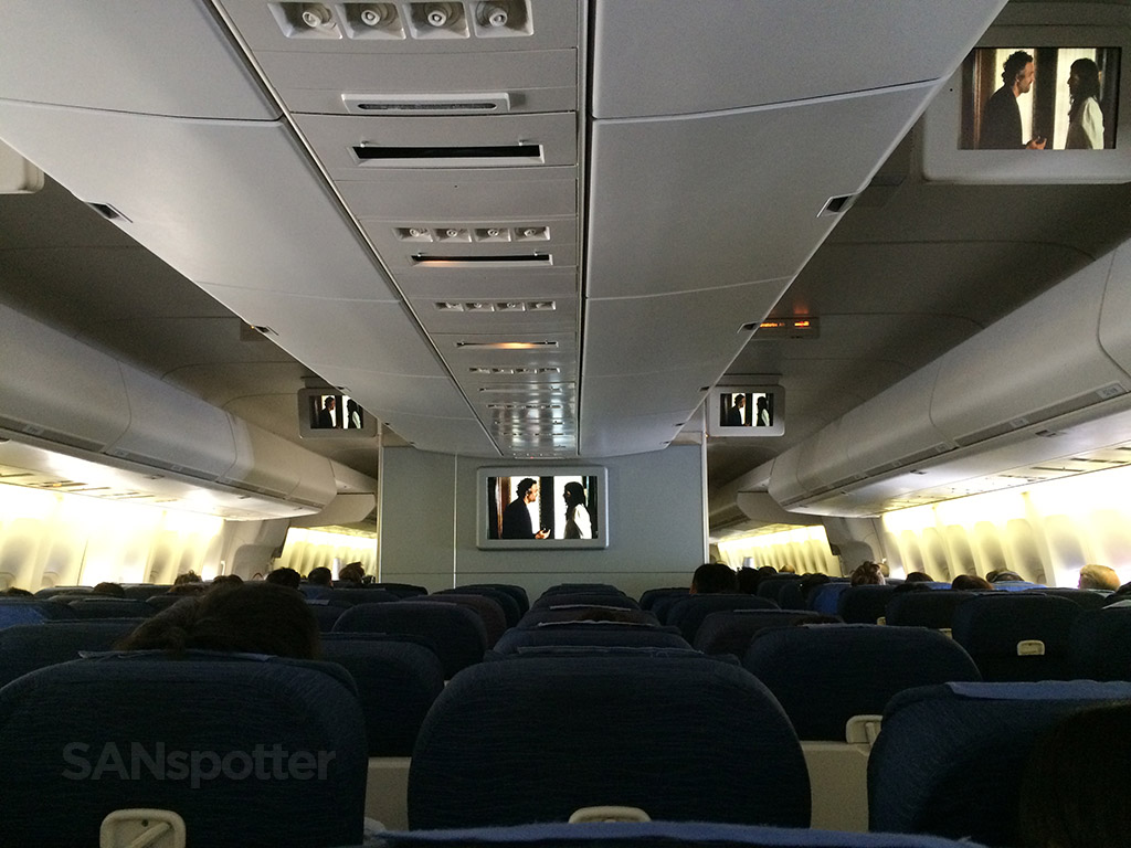 747 economy class cabin