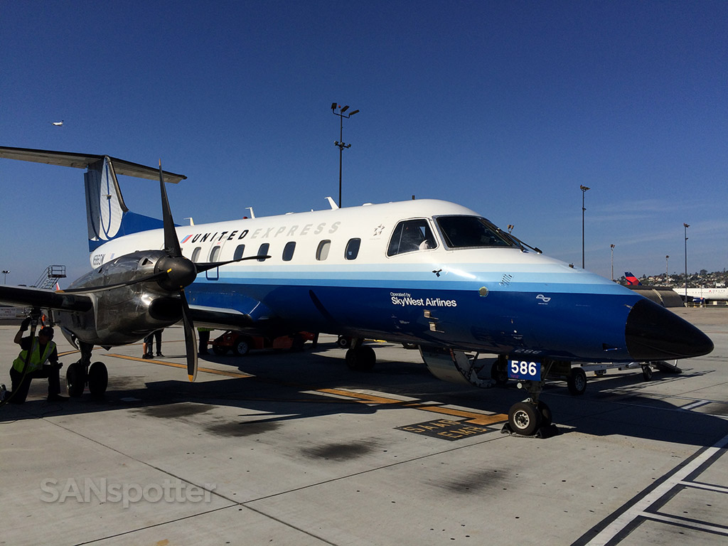 skywest emb-120 at san diego