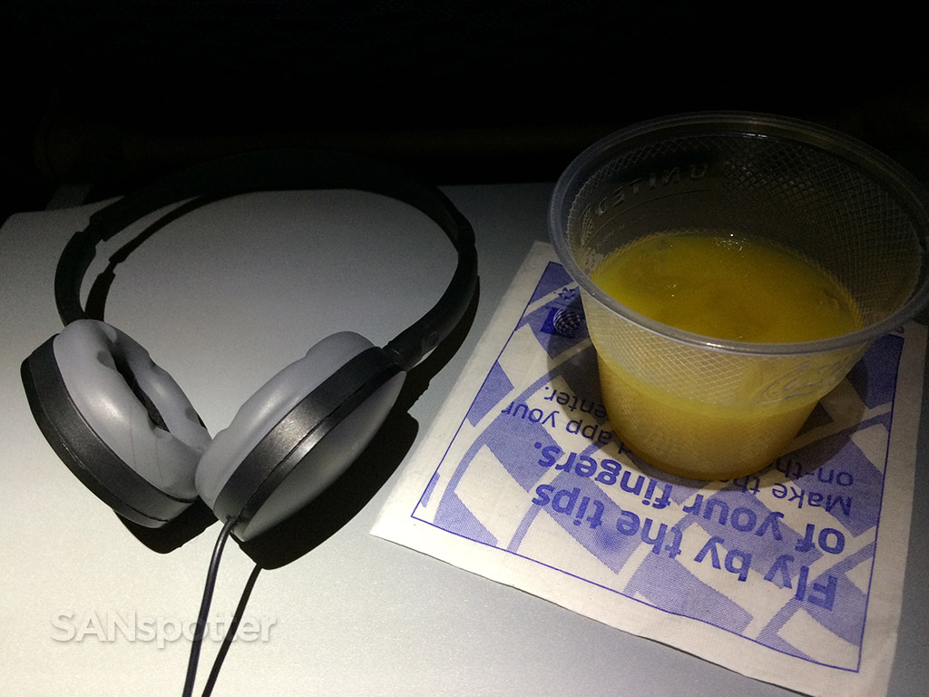 united airlines international economy class beverage service