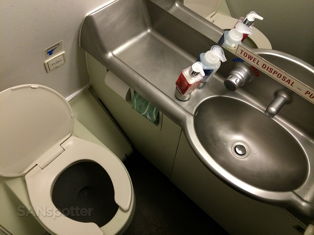 Delta Airlines A320 first class bathroom