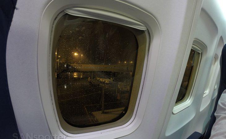 boeing 757-200 window