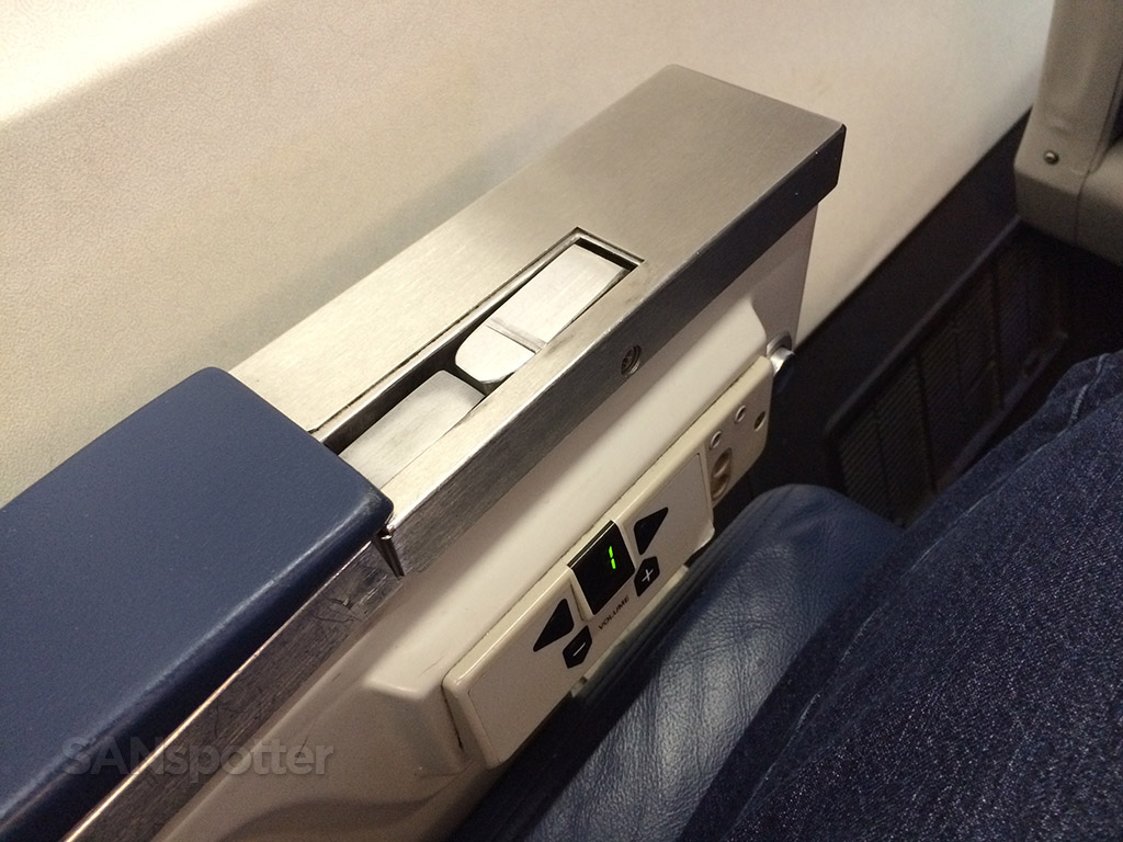 Delta Airlines 757-200 first class seat arm rest