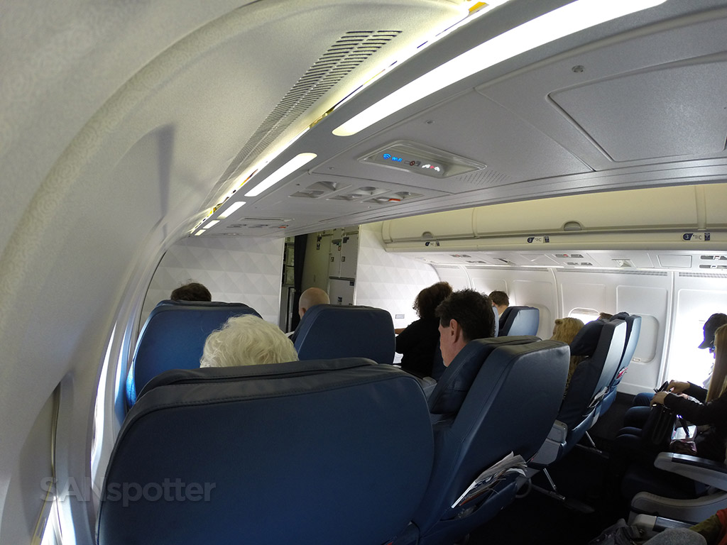 delta md-88 first class cabin