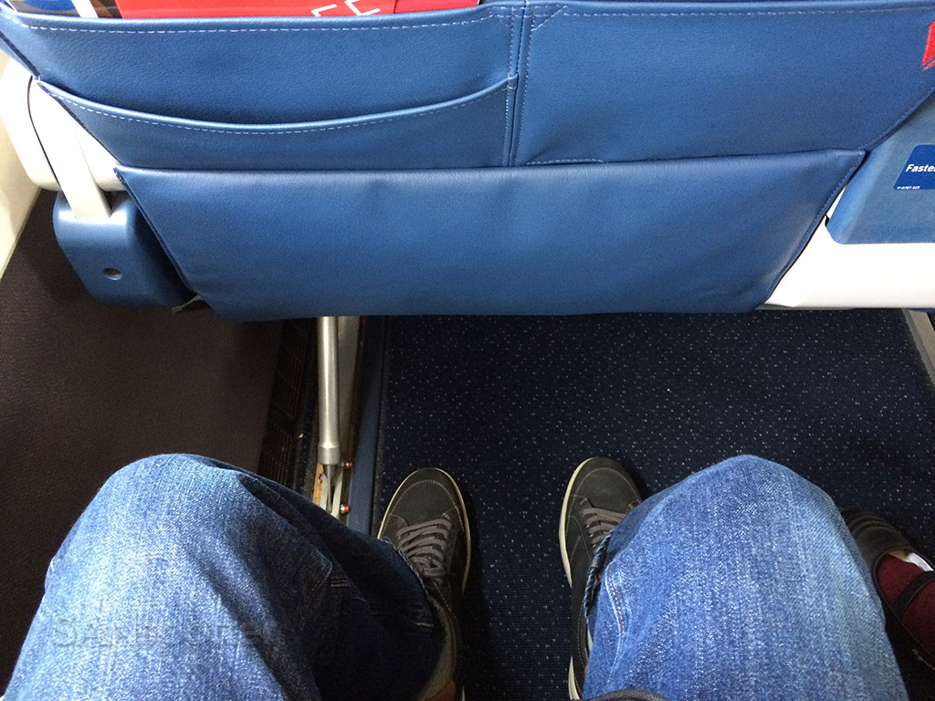delta md-88 first class leg room
