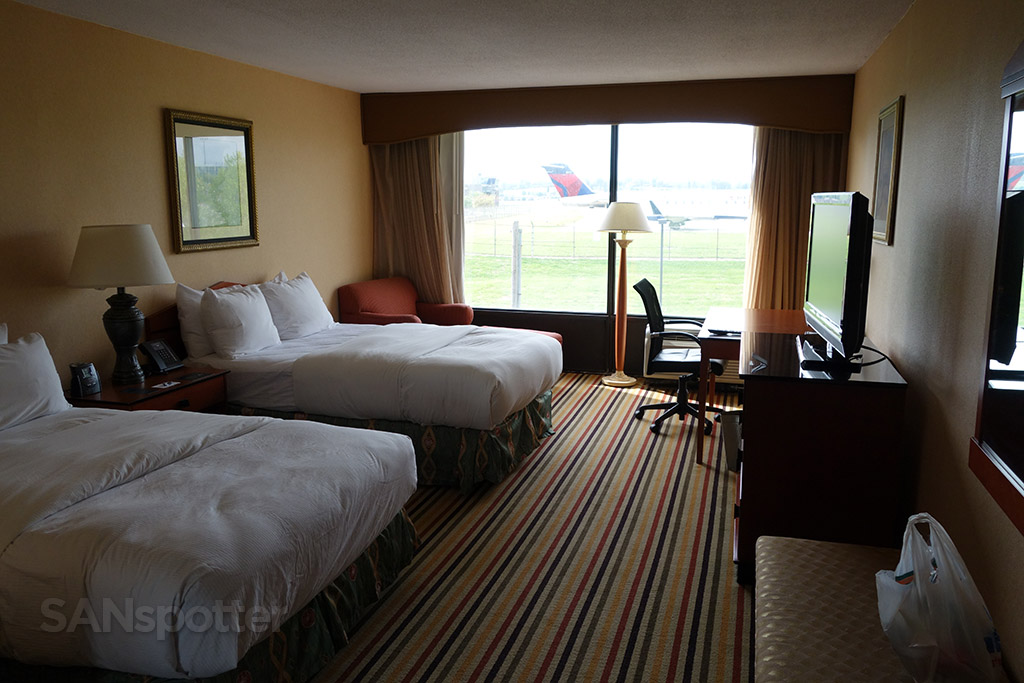 hilton airport knoxville room