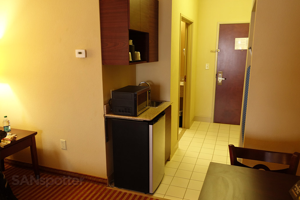 kitchenette holiday inn express suite
