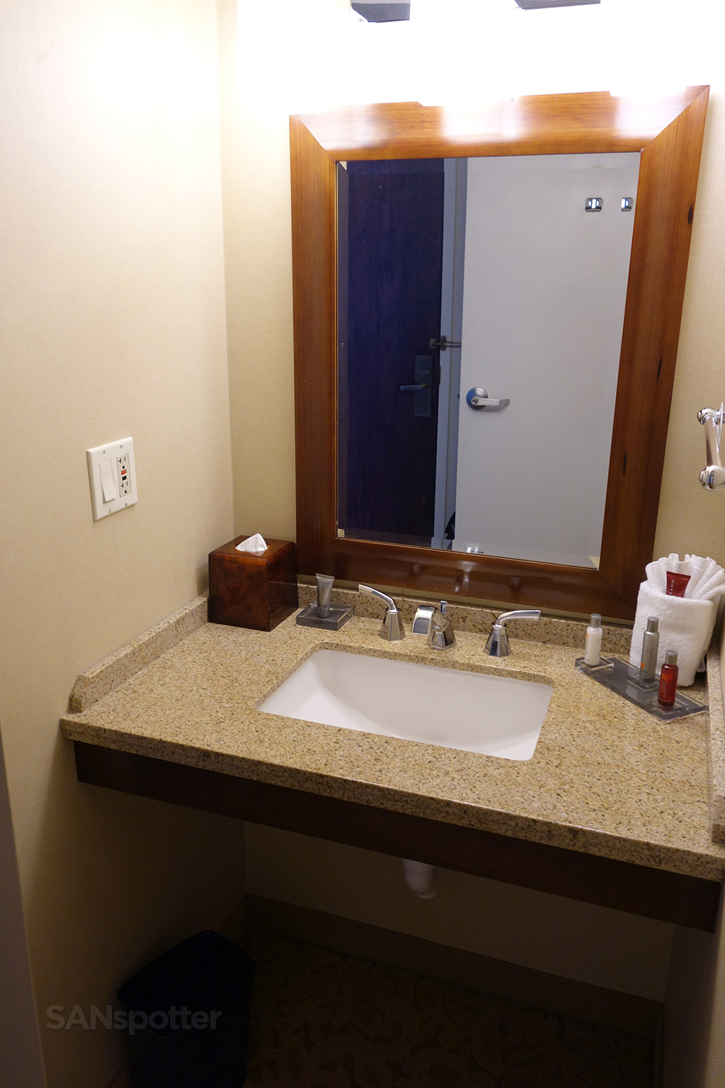 small vanity marriott hotel dulles