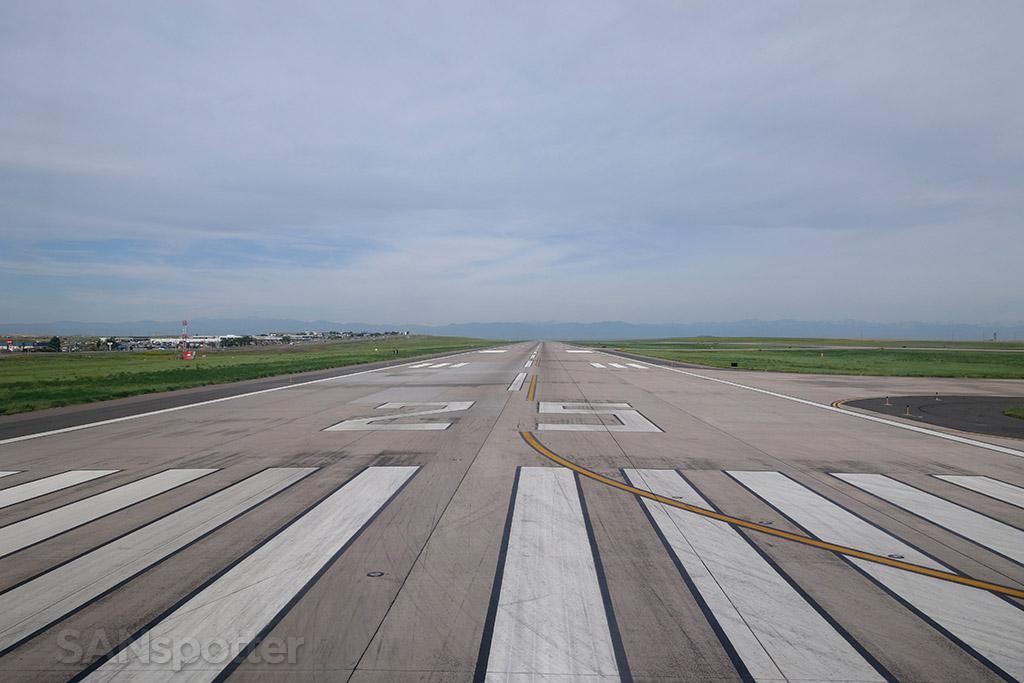 denver airport runway 25