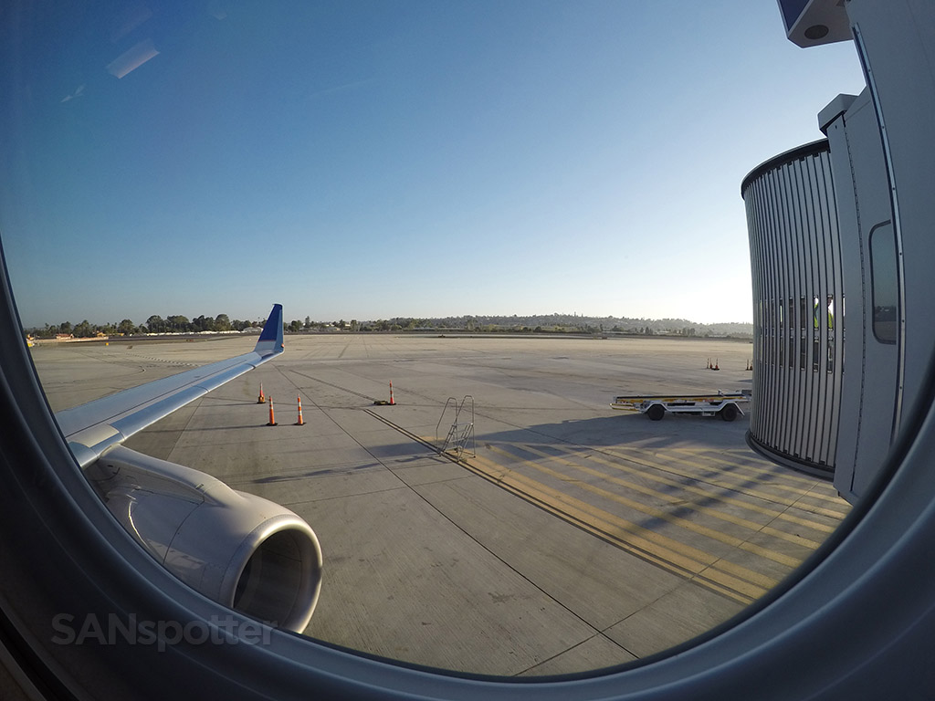 san diego airport erj-175