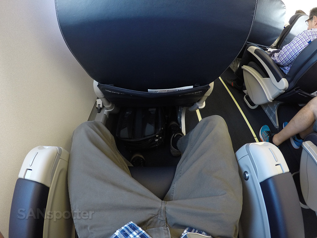 united express erj-175 first class leg room