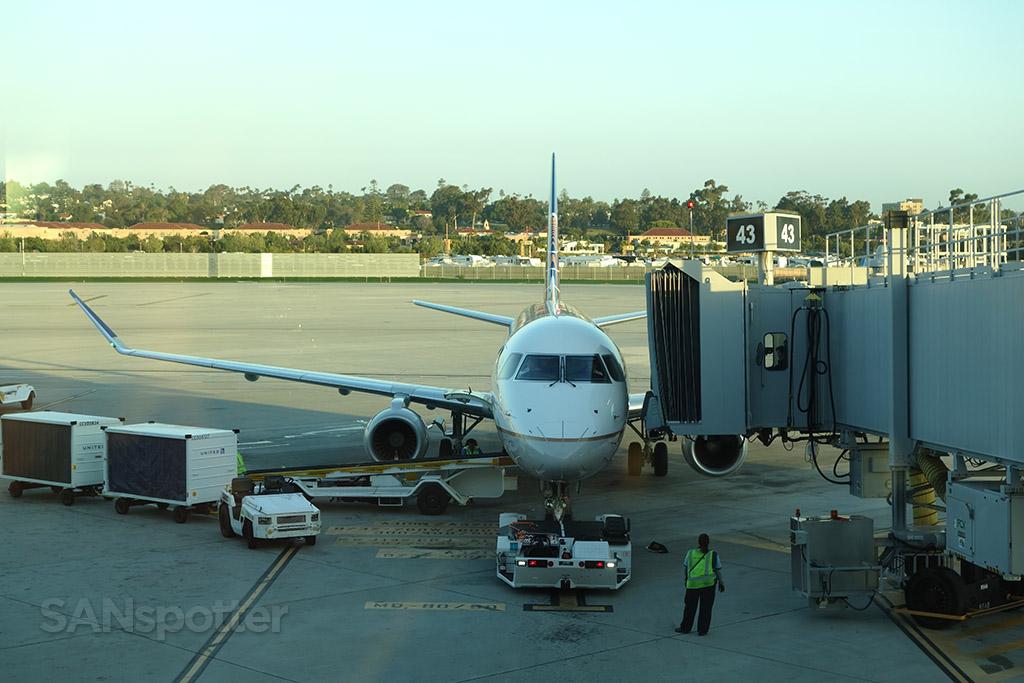 United Express ERJ-175 san diego