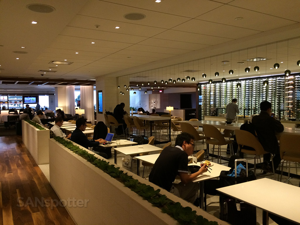lax star alliance business class lounge seating