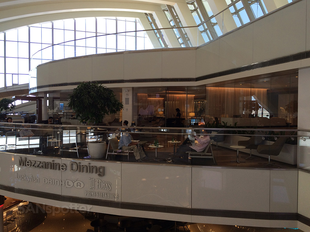 exterior of the star alliance business class lounge lax