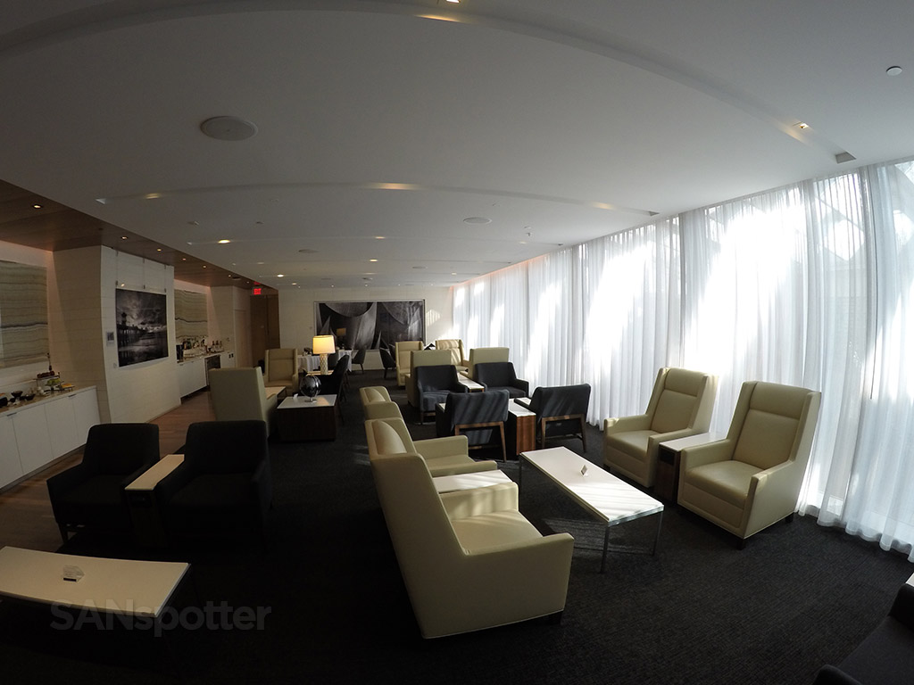 lax star alliance first class lounge