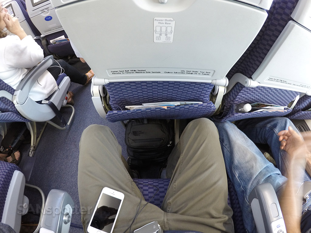 united airlines 737-900 seat pitch