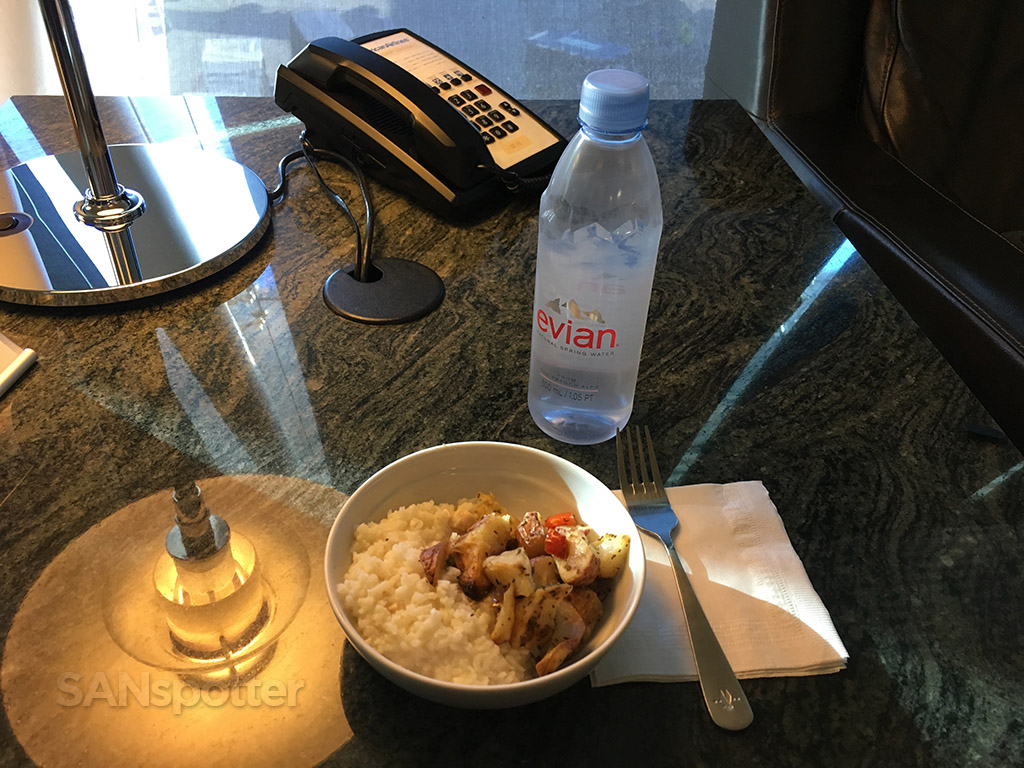 flagship lounge breakfast lax