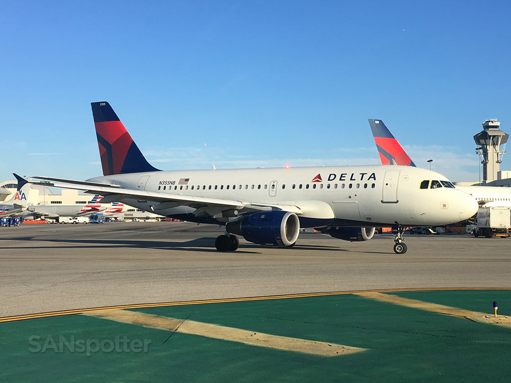 delta airlines a319 at lax