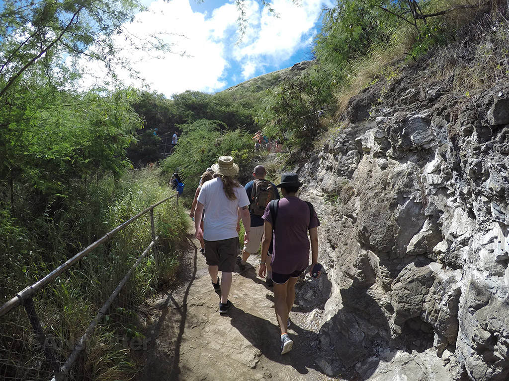 rugged diamond head trail
