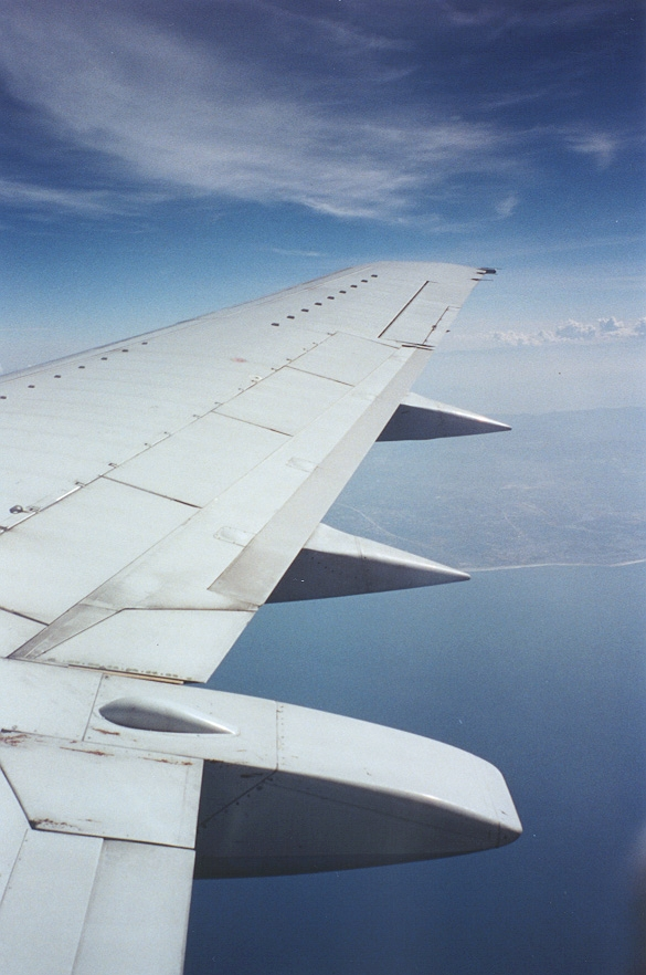united shuttle 737-300 wing