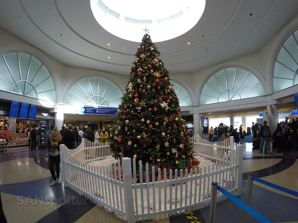 terminal 4 lax christmas decorations