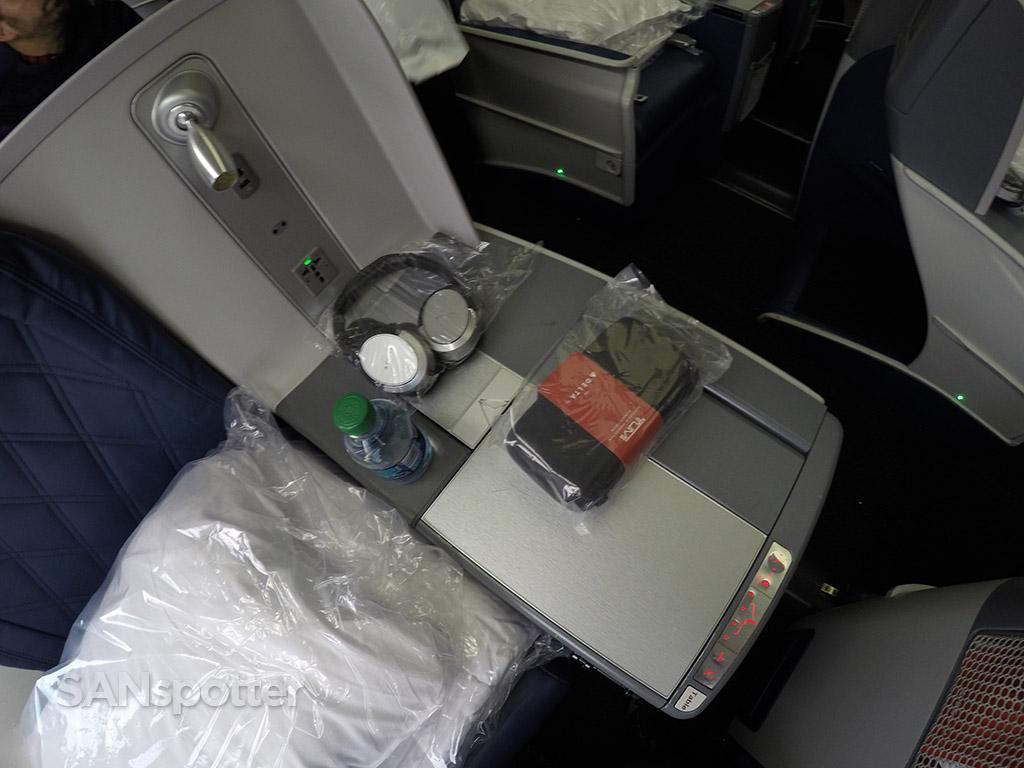 delta one business class freebies