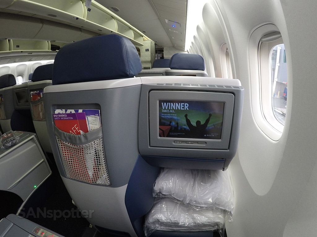 delta one business class staggered layout